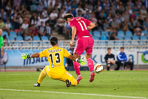 31.08.2014, San Sebastian, Spain. Real Sociedad 4 - 2 Real Madrid. Bale, Real Madrid midfielder tries to get past Zubikarai, Real Sociedad goalkeeper, during the game between Real Sociedad and Real Madrid  from the Estadio de Anoeta.