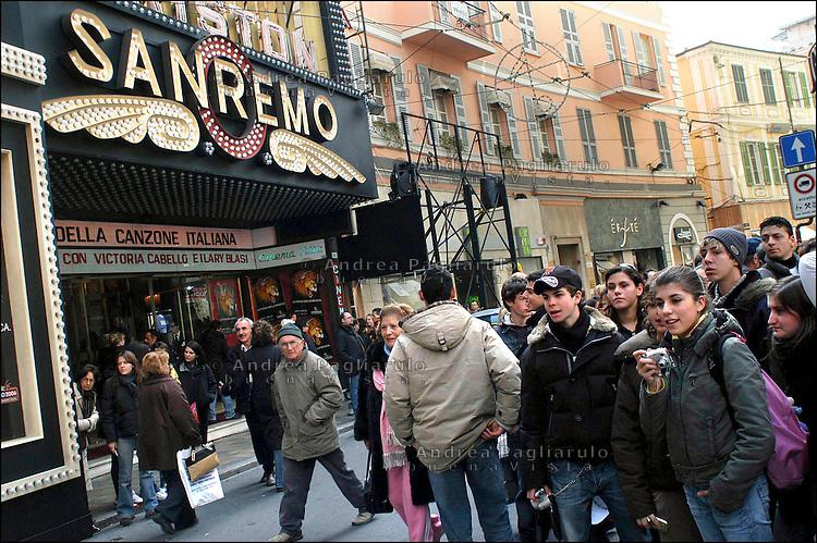Italia, Sanremo, Festival della canzone italiana. Folla all'ingresso del teatro Ariston. Italy, Sanremo, Festival di Sanremo, the popular festival of italian music. People at the entrance of Ariston theatre.