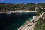 Crosière en goélette en Croatie.  Iles de la Dalmatie.Ile de Bisevo. crique et randonnée.Bisevo Island.Cruise in Croatia. Island of Dalmatia