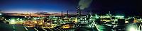 Foto panorâmica da alunorte feita em 2006.<br /> <br /> Alunorte, a maior refinaria de alumina do mundo Em 1978, um acordo entre os governos do Brasil e do Japão — que contou com a participação da Vale (na época, chamada de Companhia Vale do Rio Doce) — criou a empresa Alunorte - Alumina do Norte do Brasil S.A, idealizada para integrar a cadeia produtiva do alumínio no Pará, estado rico em bauxita, matéria-prima da alumina.Construída estrategicamente em Barcarena, município situado a 40 quilômetros, em linha reta, de Belém (PA), a Alunorte iniciou suas operações em julho de 1995, após um período de paralisação das obras em função de uma crise no mercado, que retardou a implantação do projeto.Em 2000, iniciou-se o primeiro projeto de expansão da refinaria, que foi concluído em 2003. Com a ampliação, a capacidade produtiva passou de 1,6 para 2,5 milhões de toneladas de alumina por ano. Com esse salto na produção, a empresa ganhou destaque no cenário internacional e passou a figurar como a maior refinaria da América Latina e a quarta do mundo. Nesse mesmo ano, iniciou-se a segunda expansão.A conclusão da segunda expansão terminou no primeiro semestre de 2006, consolidando a Alunorte como a maior refinaria de alumina do planeta. A empresa chegava então a uma capacidade de produção de 4,4 milhões de toneladas de alumina por ano, gerando emprego para cerca de 2,5 mil pessoas (funcionários próprios e contratados).Em agosto de 2008, a Alunorte concluiu as obras da Expansão 3, um investimento de R$ 2,2 bilhões que capacitou a empresa para produzir 6,26 milhões de toneladas de alumina por ano. Com esse patamar, a Alunorte passou a ser responsável por 7% da produção mundial de alumina.Barcarena, Pará, Brasil.Foto: ©Paulo Santos2006
