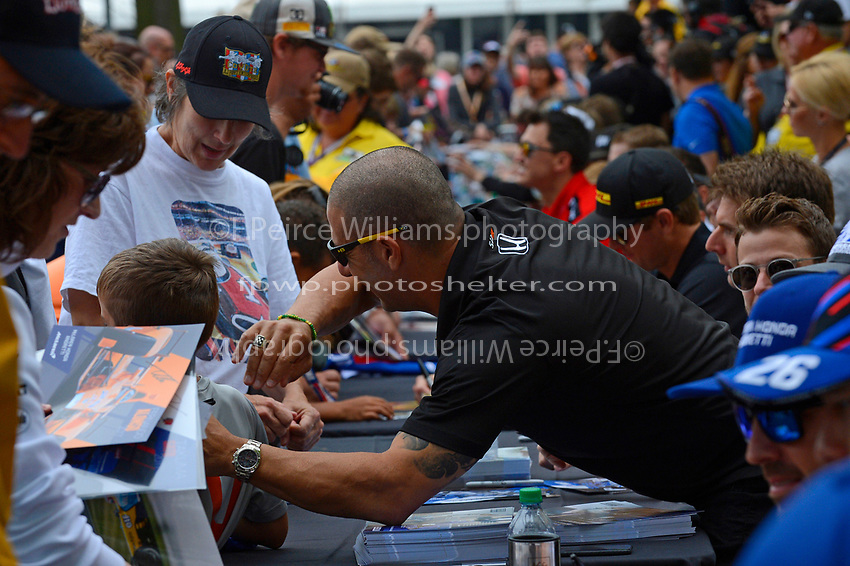 Verizon IndyCar Series<br /> Indianapolis 500 Drivers Meeting<br /> Indianapolis Motor Speedway, Indianapolis, IN USA<br /> Saturday 27 May 2017<br /> Driver's autograph session: Tony Kanaan, Chip Ganassi Racing Teams Honda<br /> World Copyright: F. Peirce Williams