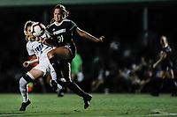 FORT MYERS, FL, 15.10.2018 – FGCU-WEBBER – Jogadora Alyssa Rivera do Webber (d), durante partida válida pela temporada 2018 da NCAA, no Estádio da FGCU Soccer Complex, na noite desta segunda-feira (15). (Foto: Jayson Braga / Brazil Photo Press)
