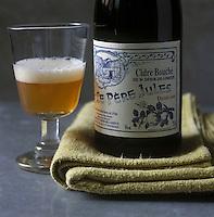 """Europe/France/Normandie/Basse-Normandie/14/Calvados/Pays d'Auge/St Désir-de-Lisieux: AOC Cidre Normand """"Le Père Jules""""-  Stylisme Valérie Lhomme"""