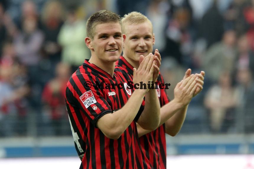 Frankfurter Hoffnungstraeger Sebastian Jung und Sebastian Rode (Eintracht) jubeln ueber den Sieg