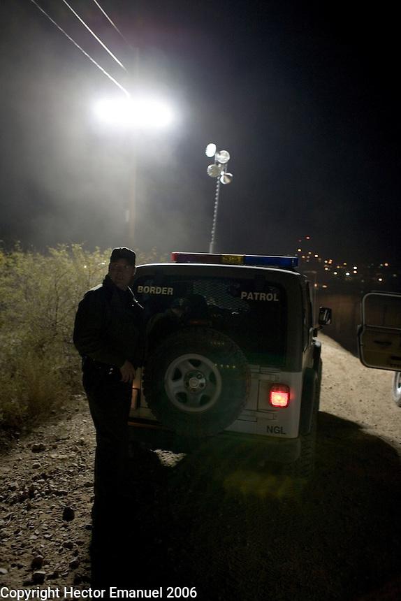 Border patrol agent near the border fence...Nogales, AZ..12/10/05..photo: Hector Emanuel