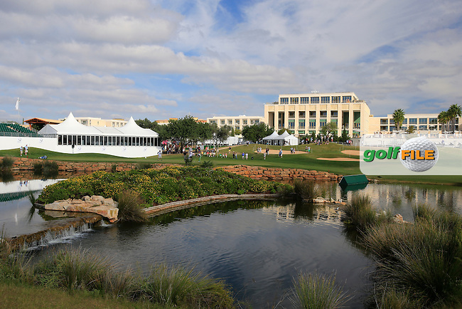 The 18th hole during Sunday's Final Round of the 2013 Portugal Masters held at the Oceanico Victoria Golf Club. 13th October 2013.<br /> Picture: Eoin Clarke/www.golffile.ie