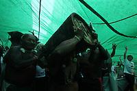 Rio de  janeiro,20 de junho de 2012- Na tarde dessa  qurta-feira(20), uma  manifesta&ccedil;&atilde;o organizada pela  c&uacute;pula  dos  povos, chamada marchada global, reunindo cerca de 50mil pessoas , toma  conta da Av Rio Branco, reunindo professores, funcion&aacute;rios p&uacute;blicos , reivindicando por melhorias.<br /> Guto Maia / Brazil Photo Press