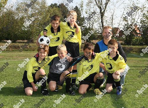 2009-09-26 / Jeugdvoetbal / U8 Flandria D / Lennert Van Beek, Seppe Janssens, Wesley Van de Pol, Jari Stessens en Joost Meeuwssen..Foto: mpics