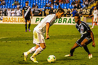 RIO DE JANEIRO, RJ, 25 AGOSTO 2012-CAMPEONATO BRASILEIRO-VASCOXFLUMINENSE-Thiago Neves do Fluminense em jogada contra o Vasco, durante a partida VascoxFluminense valido pela 19 rodada do Campeonato Brasileiro no Estadio Joao Havelange, Engenhao, neste sabado,25 de agosto, na zona norte do Rio de Janeiro.(FOTOMARCELO FONSECA BRAZIL PHOTO PRESS).