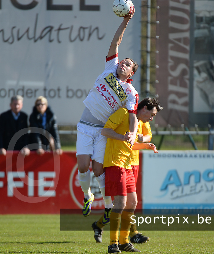 FC Gullegem - Racing Waregem : Nicolas Gezelle (l) plukt de bal met de hand bovenop Giovanni Sandra (r)<br /> foto VDB / BART VANDENBROUCKE