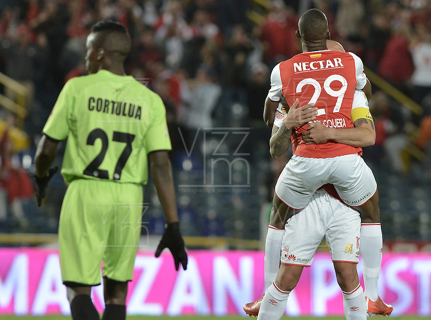 BOGOTÁ -COLOMBIA, 04-06-2016. Dairon Mosquera jugador de Santa Fe celebra con Omar Perez después de anotar gol al Cortulúa durante partido de vuelta entre Independiente Santa Fe y Cortulúa por los cuadrangulares finales de la Liga Aguila I 2016 jugado en el estadio Nemesio Camacho El Campin de la ciudad de Bogota.  / Dairon Mosquera player of Santa Fe celebrates with Omar Perez after scoring a goal to Cortulua during second leg match between Independiente Santa Fe and Cortulua of the finals quadrangular of the Liga Aguila I 2016 played at the Nemesio Camacho El Campin Stadium in Bogota city. Photo: VizzorImage/ Gabriel Aponte / Staff