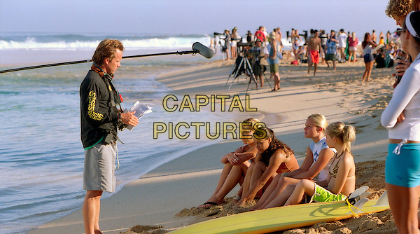 JOHN STOCKWELL (DIRECTOR), SANOE LAKE, MICHELLE RODRIGUEZ, KATE BOSWORTH & MIKA BOOREM.on the set of Blue Crush.Filmstill - Editorial Use Only.Ref: FB.www.capitalpictures.com.sales@capitalpictures.com.Supplied by Capital Pictures