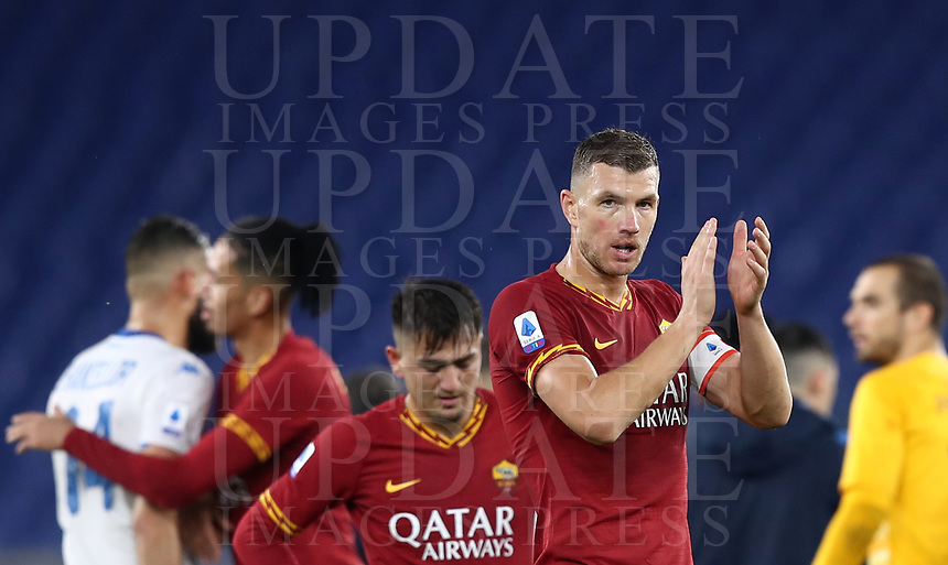 Football, Serie A: AS Roma - Brescia FC, Olympic stadium, Rome, November 24, 2019. <br /> AS Roma's players celebrates after winning 3-0 the Italian Serie A football match between Roma and Brescia at Olympic stadium in Rome, on November 24, 2019. <br /> UPDATE IMAGES PRESS/Isabella Bonotto