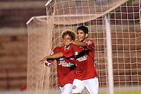 ANTENÇÃO EDITORES FOTO EMBARGADA PARA VEÍCULO INTERNACIONAL - SÃO JOSÉ DO RIO PRETO, SP , 11 DE JANEIRO DE 2013 - ESPORTES - FUTEBOL - 44ª COPA SÃO PAULO DE FUTEBOL JÚNIOR - AMÉRICA - SP X FLAMENGO RJ -  Kairon (E) comemora após marcar seu gol  durante partida entre a equipe do Flamengo RJ,  válida pela copa São Paulo, no estádio (Teixeirão),  na cidade de São José do Rio Preto, no interior do estado de SÃO PAULO. FOTOS: DORIVAL ROSA/  BRAZIL PHOTO PRESS