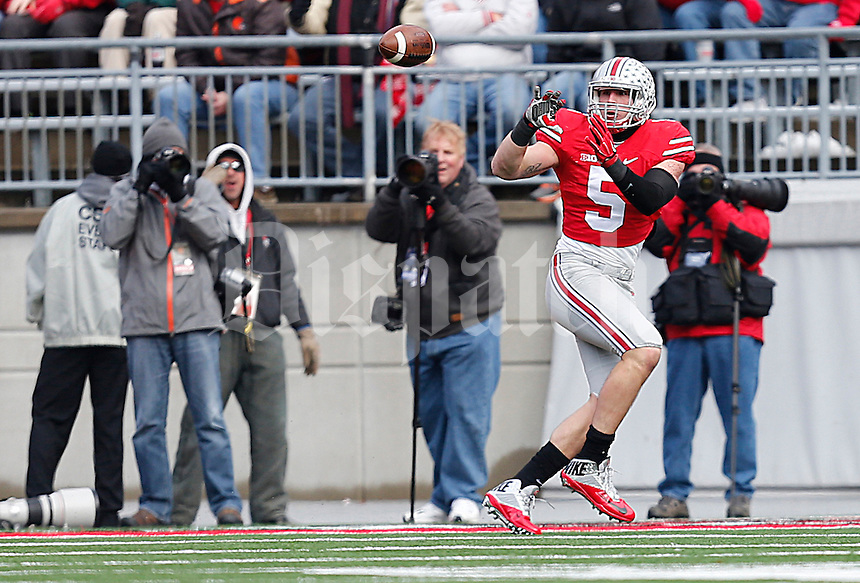 Ohio State Buckeyes tight end Jeff Heuerman (5) catches a pass before running in a touchdown in the first quarter of the college football game between the Ohio State Buckeyes and the Indiana Hoosiers at Ohio Stadium in Columbus, Saturday afternoon, November 22, 2014. As of half time the Ohio State Buckeyes led the Indiana Hoosiers 14 - 13. (The Columbus Dispatch / Eamon Queeney)