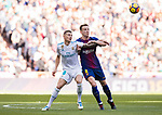 Toni Kroos (L) of Real Madrid competes for the ball with Ivan Rakitic of FC Barcelona during the La Liga 2017-18 match between Real Madrid and FC Barcelona at Santiago Bernabeu Stadium on December 23 2017 in Madrid, Spain. Photo by Diego Gonzalez / Power Sport Images