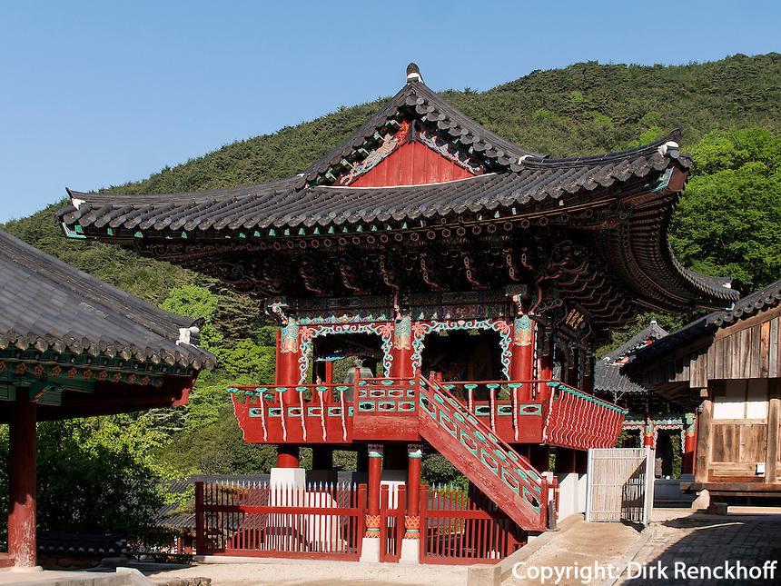 Trommelturm, buddhistischer Hwaeomsa Tempel in Jirisan Nationalpark, Provinz Jeollanam-do, S&uuml;dkorea, Asien<br /> drum-tower, buddhist Hwaeomsa temple in Jirisan national park, province Jeollanam-do, South Korea, Asia