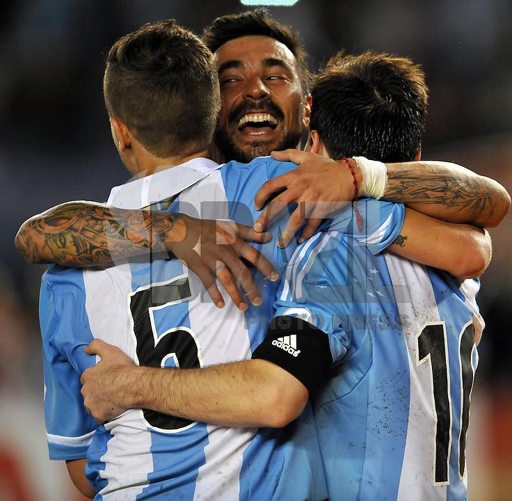 BUENOS AIRES, ARGENTINA, 22 MARÇO 2013 - COPA 2014 - ELIMINATORIAS SUL-AMERICANA - ARGENTINA X VENEZUELA - Gago Lavezzi (C) jogador da Argentina durante partida contra a Venezuela em partida pela 11 rodada das eliminatórias sul-americana para a Copa do Mundo de 2014 no Estádio Monumental de Núñes em Buenos Aires capital da Argentina, na noite desta sexta-feira, 22. (FOTO: JUANI RONCORONI / BRAZIL PHOTO PRESS).