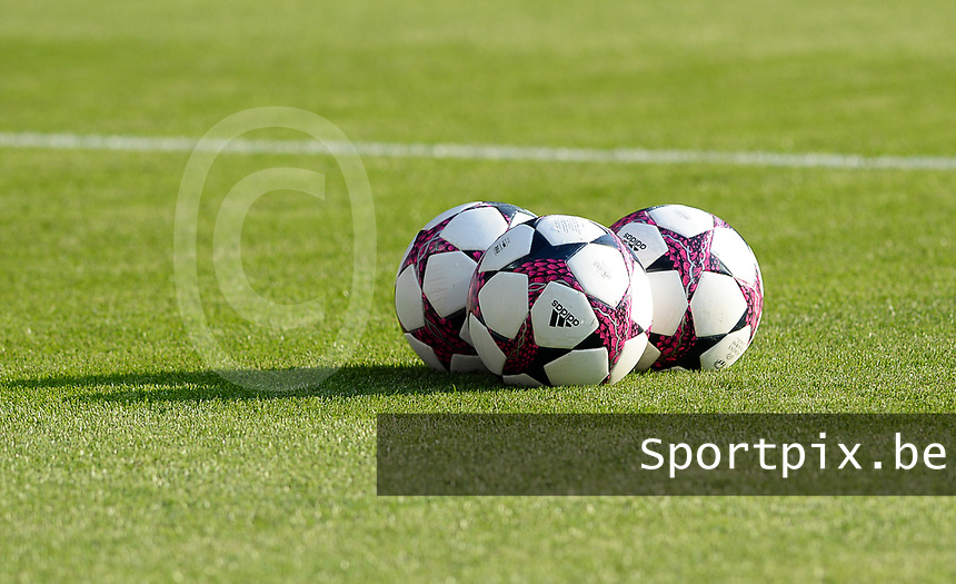 20170601 - CARDIFF , WALES : illustration picture of 3 soccerballs before a womensoccer match between the teams of  Olympique Lyonnais and PARIS SG, during the final of the Uefa Women Champions League 2016 - 2017 at the Cardiff City Stadium , Cardiff - Wales - United Kingdom , Thursday 1  June 2017 . PHOTO SPORTPIX.BE | DAVID CATRY