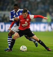 FUSSBALL   1. BUNDESLIGA   SAISON 2011/2012   20. SPIELTAG FC Schalke 04 - FSV Mainz 05                                  04.02.2012 Jefferson Farfan (li, FC Schalke 04)  gegen Radoslav Zabavnik (re, Mainz)
