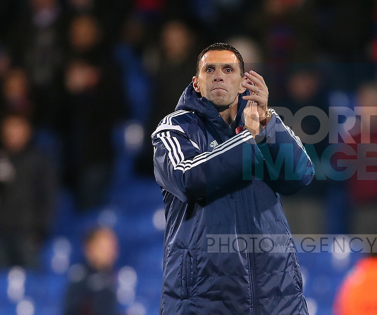 Sunderland's Gus Poyet celebrates at the final whistle<br /> <br /> - Barclays Premier League - Crystal Palace vs Sunderland- Selhurst Park - London - England - 3rd November 2014  - Picture David Klein/Sportimage
