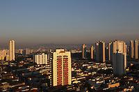 SAO PAULO, SP, 07 DEZEMBRO 2012 - CLIMA TEMPO CAPITAL PAULISTA -  A capital paulista amanheceu com céu aberto e temperatura em rápida elevação nessa Sexta-feira (7).  FOTO: LUIZ GUARNIERI / BRAZIL PHOTO PRESS).