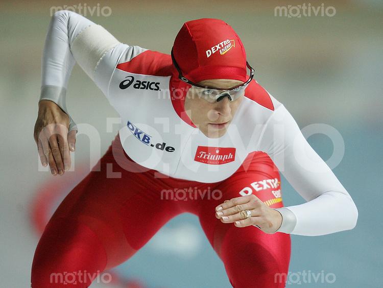 Erfurt , 031106 , Eisschnelllaufen Deutsche Meisterschaften  Anni FRIESINGER (GER) im Rennen ueber 500m
