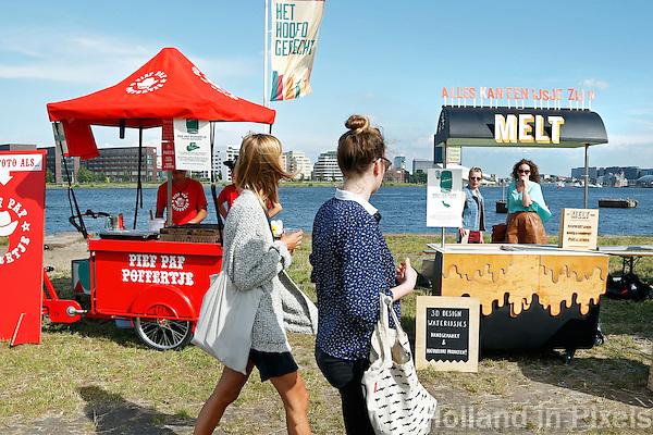 Culinair festival Het Hoofdgerecht op het Stenen Hoofd  aan het IJ in Amsterdam. Pief Paf Poffertje en Melt design IJsjes