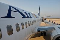 Passeggeri all'aeroporto di Punta Raisi, prima di imbarcarsi su un volo dell'Airone