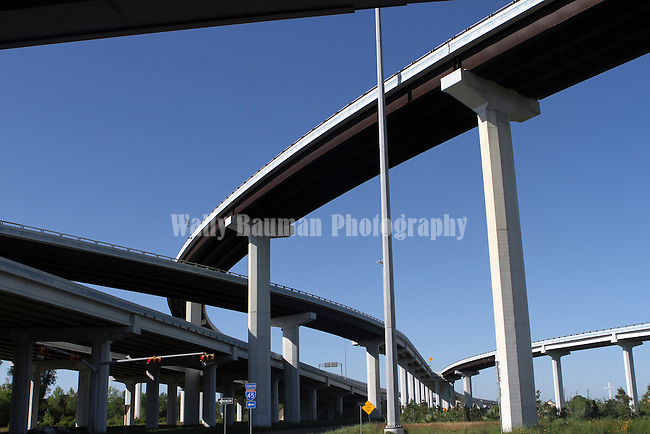 ROADS, OVERPASSES, AND BRIDGES IN HOUSTON, TEXAS, USA