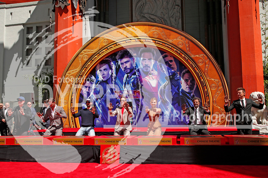 Kevin Feige, Chris Hemsworth, Chris Evans, Robert Downey Jr., Scarlett Johansson, Mark Ruffalo und Jeremy Renner bei der Hand and Footprints Ceremony der 'Avengers: Endgame'- Darsteller am TCL Chinese Theatre Hollywood. Los Angeles, 23.04.2019