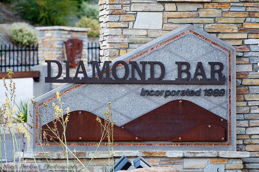 "The entrance sign to Diamond Bar on the eastern edge of the city.  This image, taken in the shade, highlights the coppery accents of the sign.  This was part of the 2015 rebuild of the Grand Avenue and Longview Drive intersection for Diamond Bar's 2015 ""Grand Avenue Beautification"" project, landscape architecture for the project was by David Volz Design."