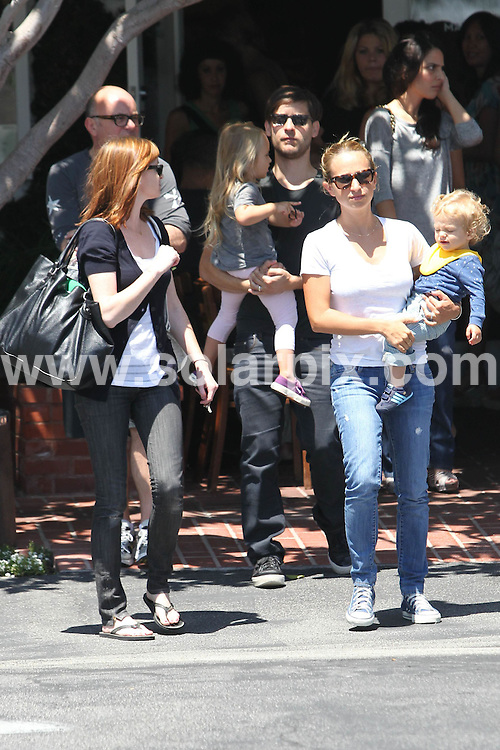 **ALL ROUND PICTURES FROM SOLARPIX.COM**.**SYNDICATION RIGHTS FOR UK, AUSTRALIA, DENMARK, PORTUGAL, S. AFRICA, SPAIN & DUBAI (U.A.E) & ASIA (EXCLUDING JAPAN) ONLY**.Tobey Maguire And His Family Go To Fred Segal Cafe on Melrose, West Hollywood, CA, USA, 14 August 2010.This pic:  Tobey Maguire And Family.JOB REF: 11906    PHZ candids   DATE: 14_08_2010.**MUST CREDIT SOLARPIX.COM OR DOUBLE FEE WILL BE CHARGED**.**MUST NOTIFY SOLARPIX OF ONLINE USAGE**.**CALL US ON: +34 952 811 768 or LOW RATE FROM UK 0844 617 7637**