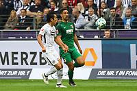 Makoto Hasebe (Eintracht Frankfurt) gegen Rani Khedira (FC Augsburg) - 16.09.2017: Eintracht Frankfurt vs. FC Augsburg, Commerzbank Arena