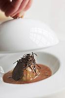 Europe/France/Aquitaine/33/Gironde/Bordeaux: Restaurant Gabriel, 10, pl. de la Bourse. Service des  Ravioles de foie gras à la truffe et au porto Recette de François Adamski