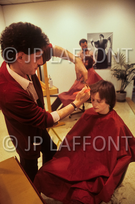 Wasco, Oregon, January 1984: A hairdresser in Rajneeshpuram. The disciples of Bhagwan Rajneesh came from different walks of life and professions.   Rajneeshpuram, was an intentional community in Wasco County, Oregon, briefly incorporated as a city in the 1980s, which was populated with followers of the spiritual teacher Osho, then known as Bhagwan Shree Rajneesh. The community was developed by turning a ranch from an empty rural property into a city complete with typical urban infrastructure, with population of about 7000 followers.