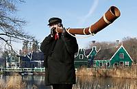 Nederland - Arnhem  - 17 december 2017.  Op 16 en 17 december vond Landleven Winter plaats in het Nederlands Openluchtmuseum.  Midwinterhoornblazen.   Foto Berlinda van Dam / Hollandse Hoogte.
