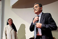 Romano Prodi con una suora.Roma 16/04/2013 Pontificia Universita' Angelicum. Lectio Magistralis su 'I grandi cambiamenti della politica e dell'economia mondiale: c'e' un posto per l'Europa?'..Lectio Magistralis: The big changes in Politics and economy: is there a place for Europe?.Photo Samantha Zucchi Insidefoto
