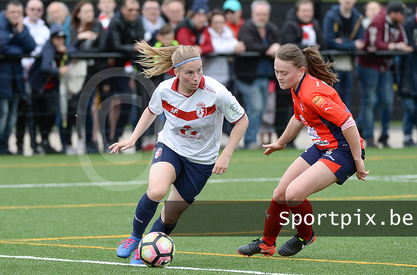 20170514 - LILLE , FRANCE : LOSC's Jana Coryn (left) pictured in action  during the 21 st competition game between the women teams of Lille OSC and La Roche Sur Yon in the 2016-2017 season of the Second Division A D2F A at stade Lille Metropole , Saturday 14th May 2017 ,  PHOTO Joke Vuylsteke | Sportpix.Be