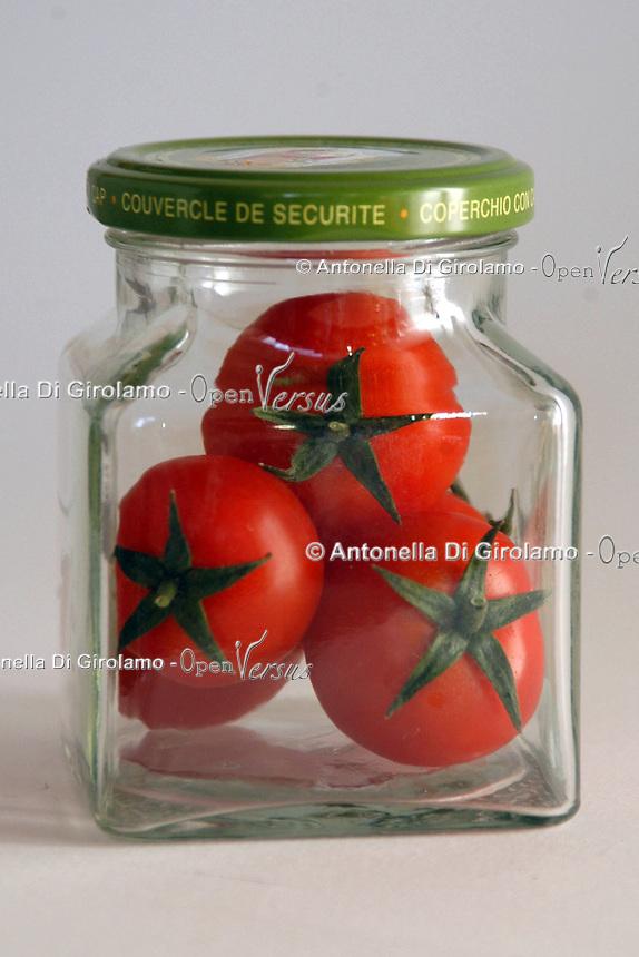 Controllo qualità e sicurezza dei prodotti alimentari. Quality control and food safety...