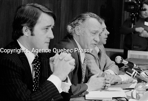 Brian Mulroney, le juge Cliche et Guy Chevrette president la  commission<br />  CLICHE en 1975<br /> <br /> Photo : Alain Renaud - Agence Quebec Presse<br /> <br /> PHOTO :  Agence Quebec Presse