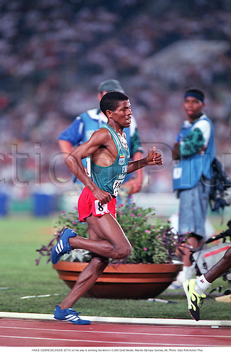 HAILE GEBRESELASSIE (ETH) on his way to winning the Men's 10,000 Gold Medal, Atlanta Olympic Games, 96. Photo: Glyn Kirk/Action Plus...distance.1996.olympics.athletics.man.track and field.male