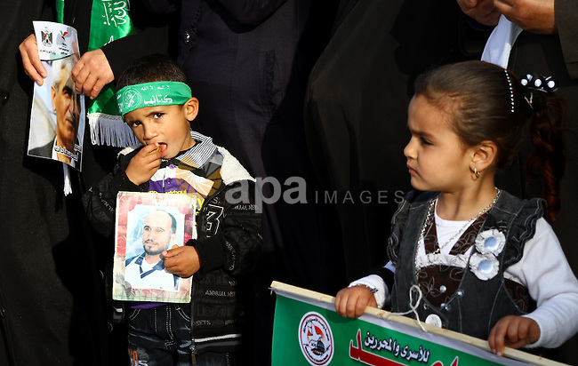 Palestinians participate in a demonstration calling for the release of Palestinian prisoners jailed in Israel, near Erez border crossing between Israel and the northern Gaza Strip, on April 19, 2012. Photo by Ashraf Amra