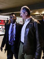 SAO PAULO, SP, 11 DE JUNHO 2013 - PELE - Edson Arantes do Nascimento, o Pelé (E) e o ministro dos Esportes Aldo Rebelo durante lancamento do projeto brasil um pais um mundo chancelado pelo plano de promoção do Brasil na Copa de 2014 no Estadio do Morumbi regiao sul da cidade de São Paulo na manha desta terça-feira, 11. FOTO: WILLIAM VOLCOV - BRAZIL PHOTO PRESS.
