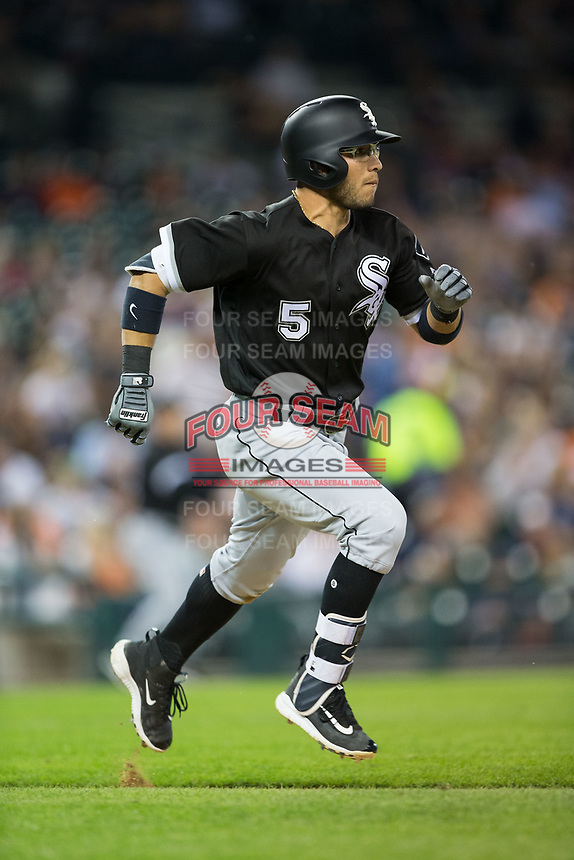 Yolmer Sanchez (5) of the Chicago White Sox hustles down the first base line against the Detroit Tigers at Comerica Park on June 2, 2017 in Detroit, Michigan.  The Tigers defeated the White Sox 15-5.  (Brian Westerholt/Four Seam Images)