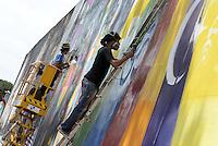 Roma, 4 Maggio 2014<br /> Il Muralista brasiliano Eduardo Kobra dipinge la facciata di Metropoliz con un mural dedicato a Malala.<br /> La ex fabbrica Fiorucci occupata da decine di famiglie ospita anche il MAAM , museo dell'altro e dell'altrove di Metropoliz.<br /> Kobra all'opera con Agnaldo Brito (destra)<br /> Brasilian street artist Eduardo Kobra, painting Malala's eyes in a occupied factory.<br /> Eduardo Kobra(L) and Agnaldo Brito(R)