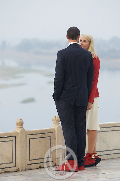 Crown Prince Haakon & Crown Princess Mette-Marit of Norway visit India. Visit to the Taj Mahal in Agra.