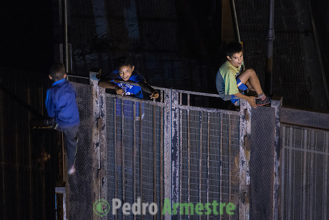 16 septiembre 2015. Melilla. <br /> &quot;Un grupo de unos 60 menores marroqu&iacute;es no acompa&ntilde;ados viven en las calles de Melilla, esperando la oportunidad de dejar la ciudad escondidos en los barcos que zarpan hacia la Pen&iacute;nsula. Debido a su situaci&oacute;n de desamparo, muchos de estos menores son consumidores de droga, sufren abusos y maltratos&quot;. &copy; Pedro Armestre/ Save the Children Handout - No sales - No Archives - Editorial Use Only - Free use only for 14 days after release. Photo provided by SAVE THE CHILDREN, distributed handout photo to be used only to illustrate news reporting or commentary on the facts or events depicted in this image.