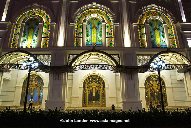 Located at Eden Quadrangle in the heart of Ho Chi Minh City, Vincom Center is a complex designed in modern luxurious neo-classical styles with multifunctions.  Its main purpose is a shopping mall, with additional recreation areas, and a diverse selection of restaurants and cafes.  Vincom is one of the most opulent and modern shopping malls in Asia with all the usual fashion houses, Gucci, Prada, Cartier et al.