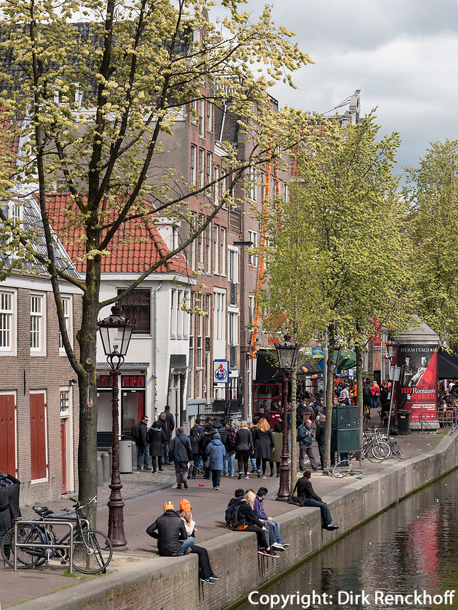 Gracht Oudezijdrs Vorburgwal, Amsterdam, Provinz Nordholland, Niederlande<br /> Gracht Oudezijdrs Vorburgwal , Amsterdam, Province North Holland, Netherlands